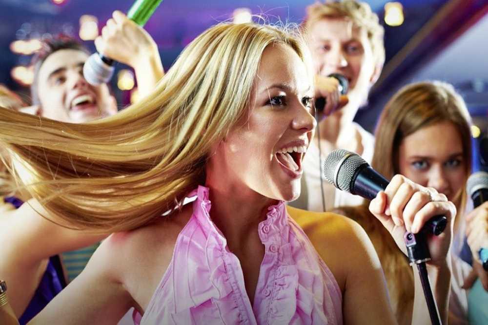 Девушка поет в клубе работа высокооплачиваемые работы после 9 класса для девушек в москве